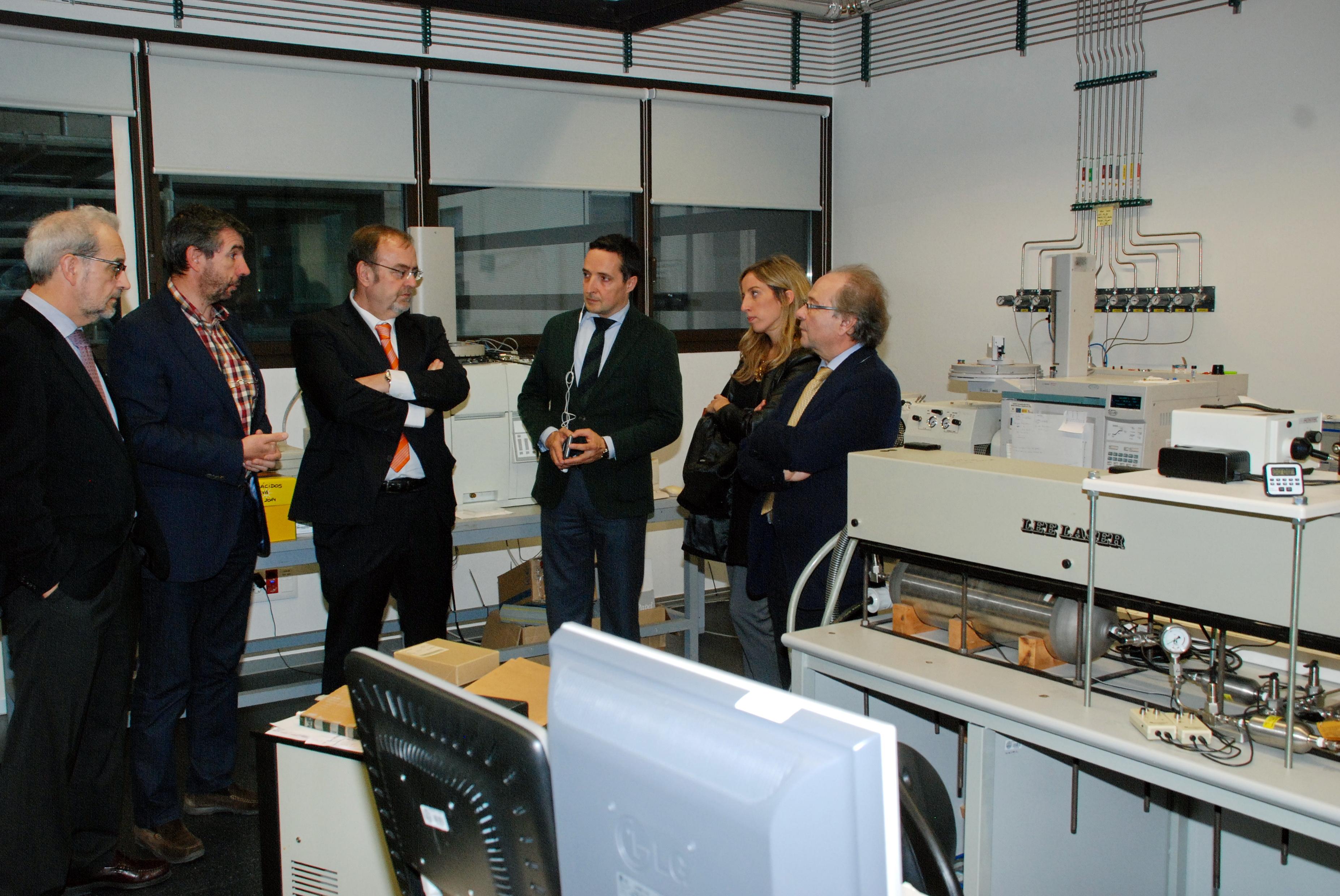 El rector y el consejero Educación visitan el Edificio I+D+i de la Universidad de Salamanca