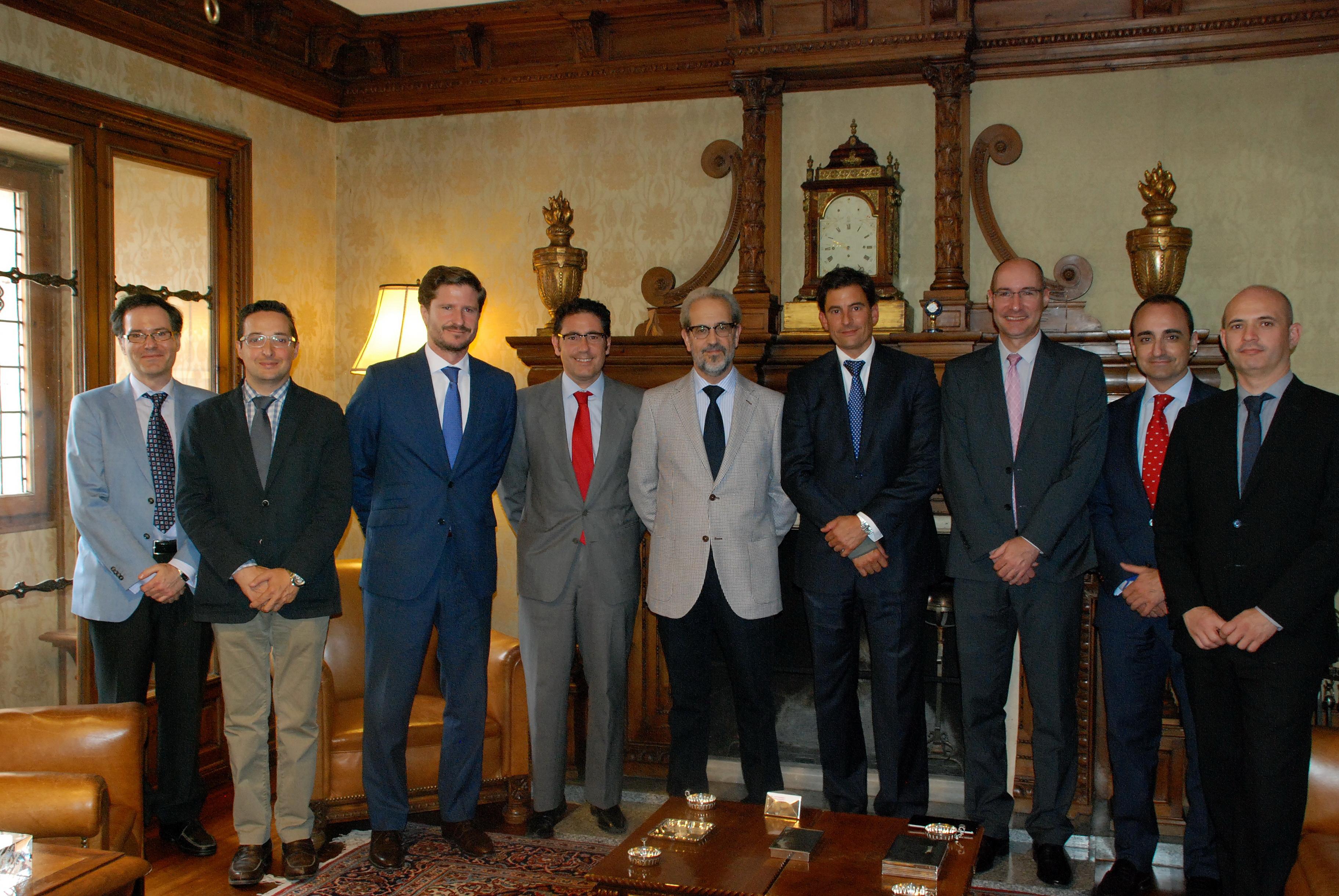 El rector de la Universidad de Salamanca, Daniel Hernández Ruipérez, recibe a directivos de las empresas IBM y Vodafone
