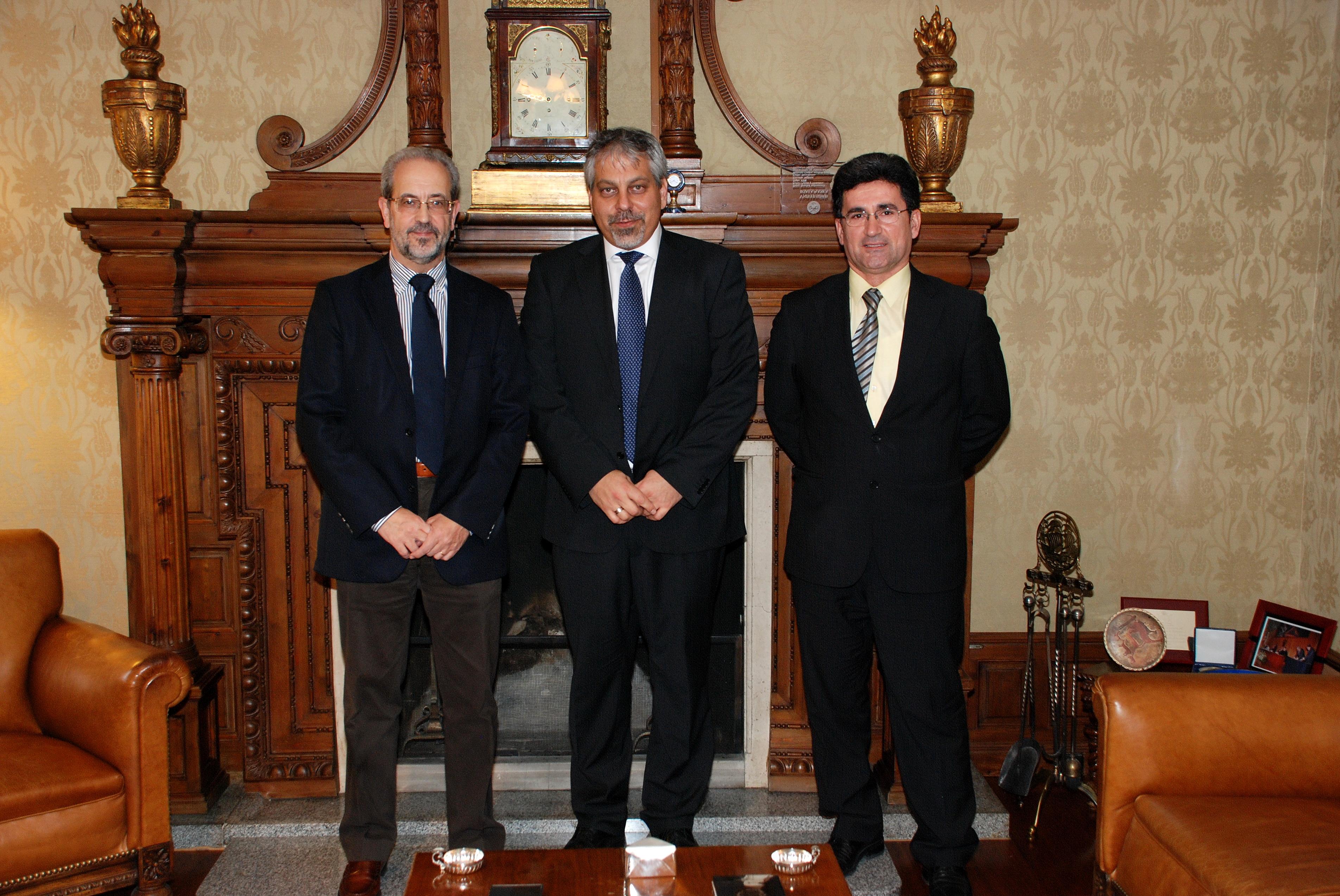 El rector de la Universidad de Salamanca recibe al portavoz de la Embajada de Israel en España