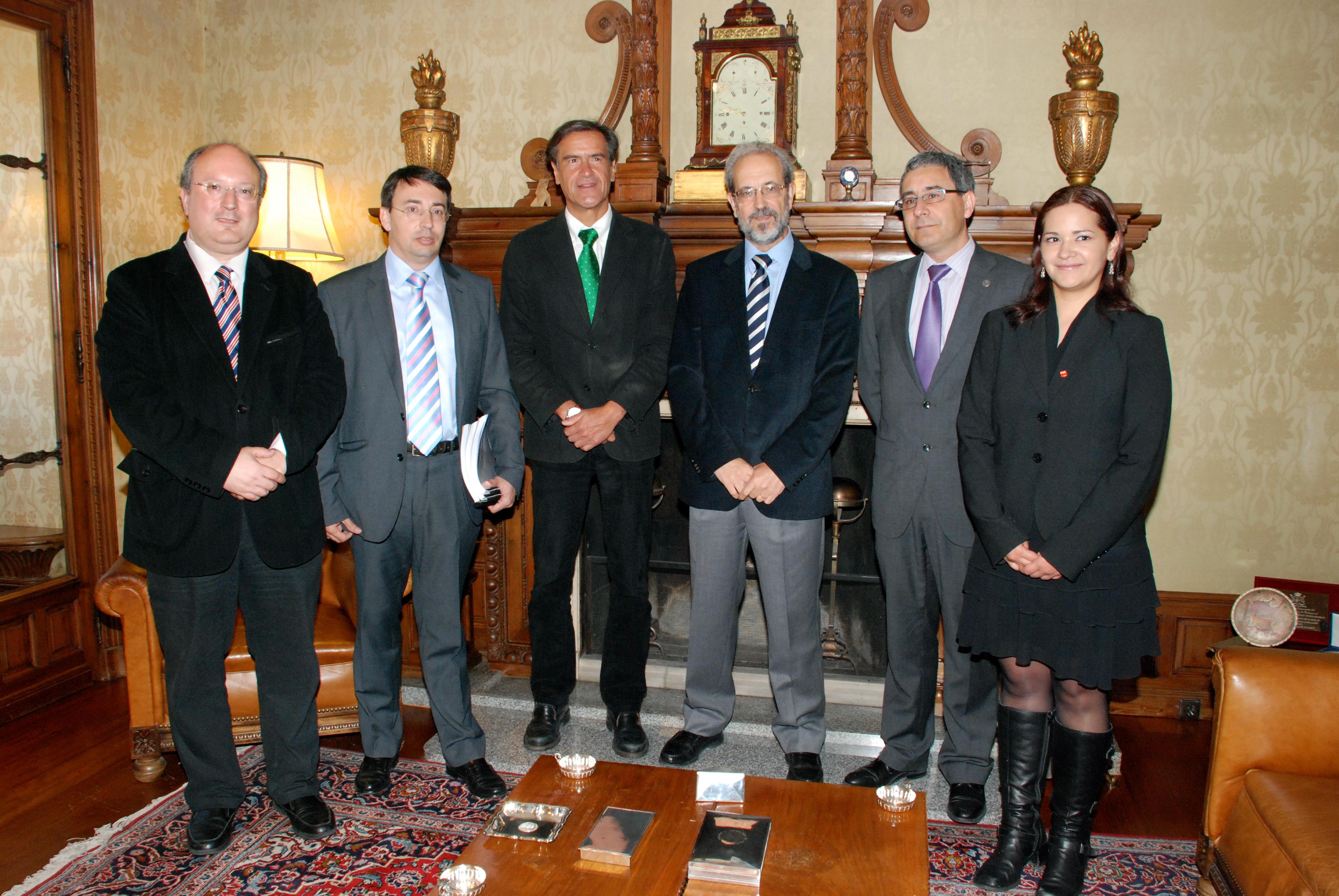 El rector de la Universidad de Salamanca recibe al europarlamentario socialista Juan Manuel López Aguilar