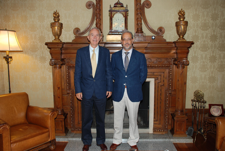 El rector analiza con el secretario general de la OEI la celebración de la Conferencia Iberoamericana de Ministros de Educación y Cultura
