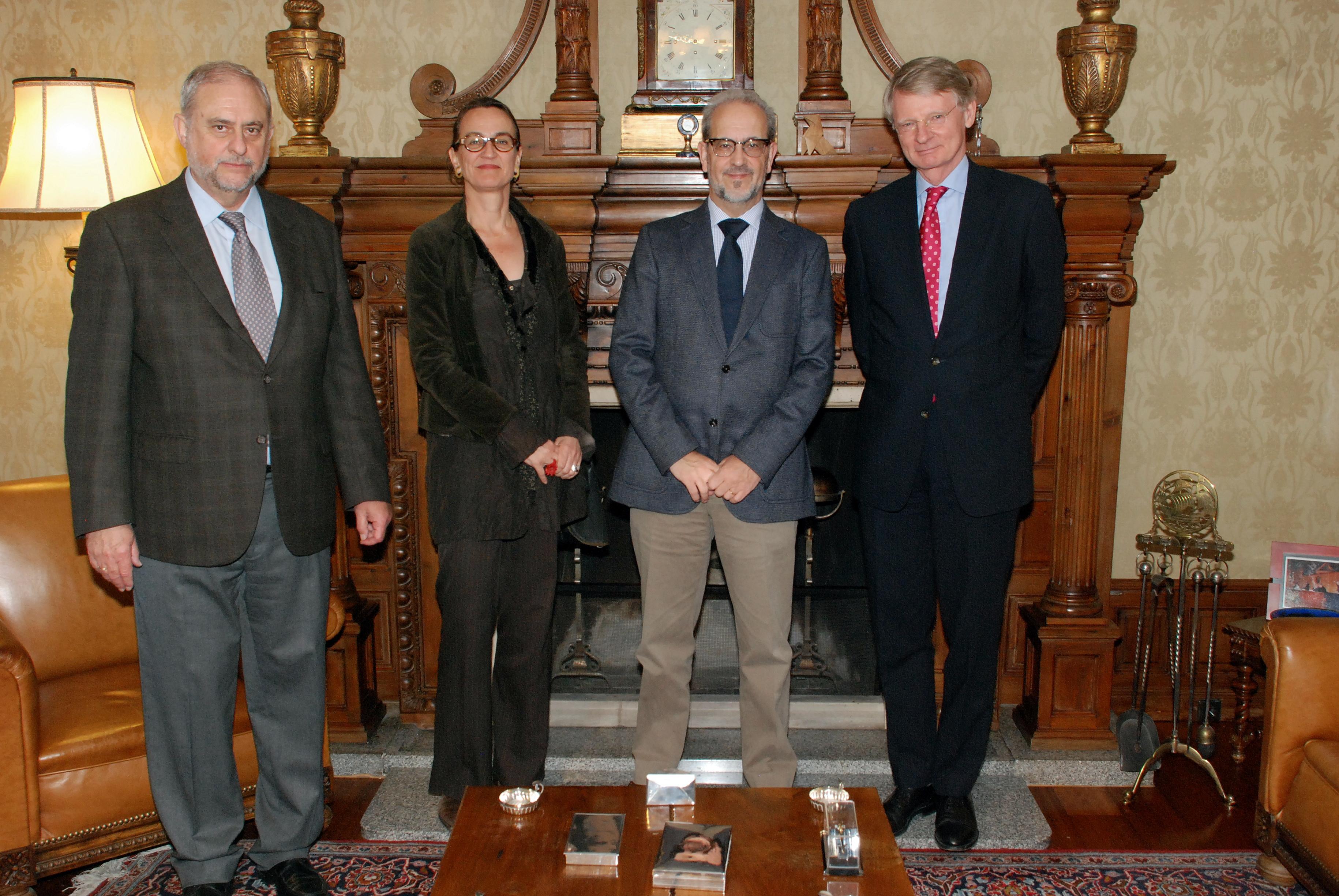 El rector de la Universidad de Salamanca, Daniel Hernández Ruipérez, recibe al embajador de los Países Bajos en España