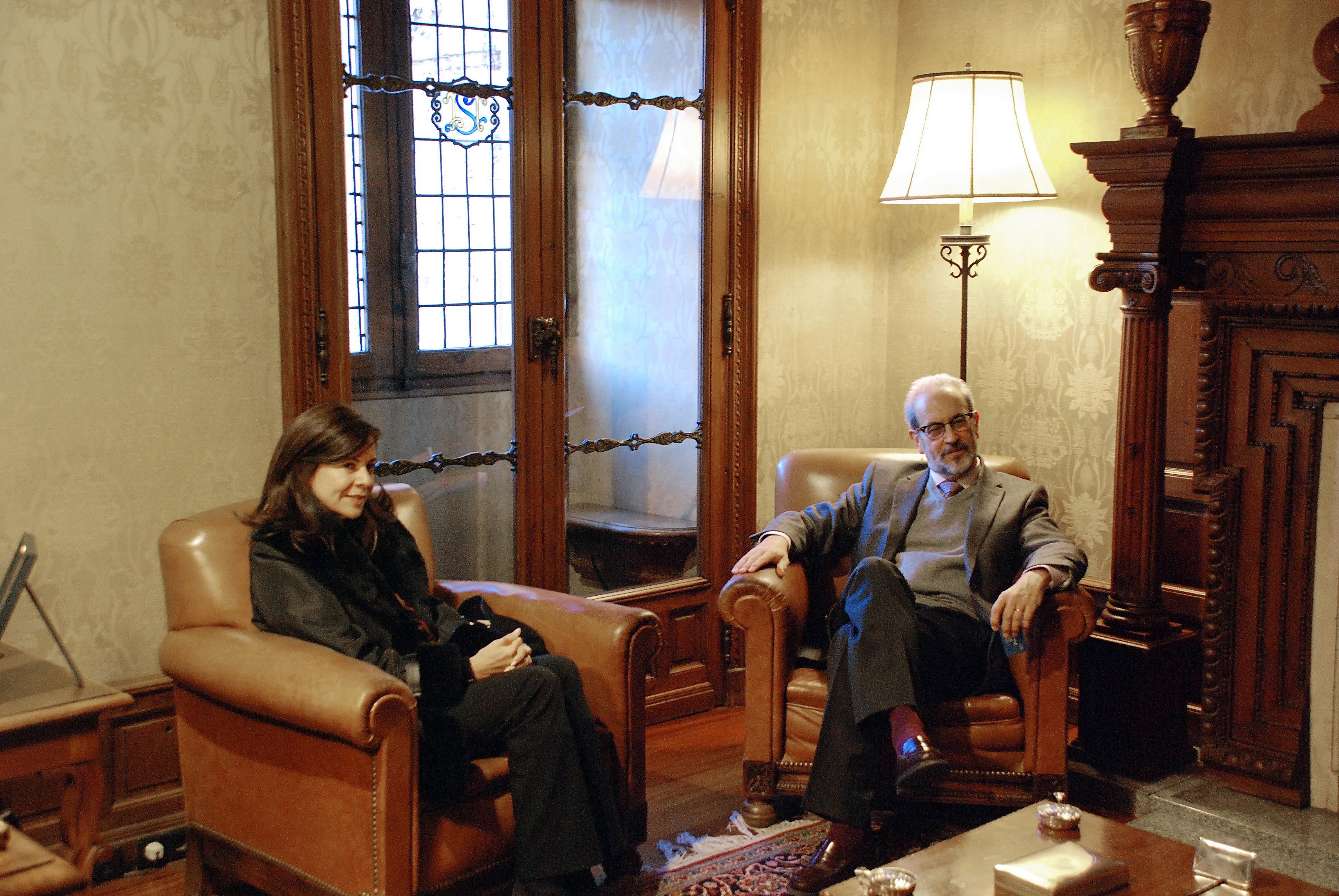 El rector, Daniel Hernández Ruipérez, recibe a la embajadora de Panamá en España, María Mercedes de la Guardia de Corro