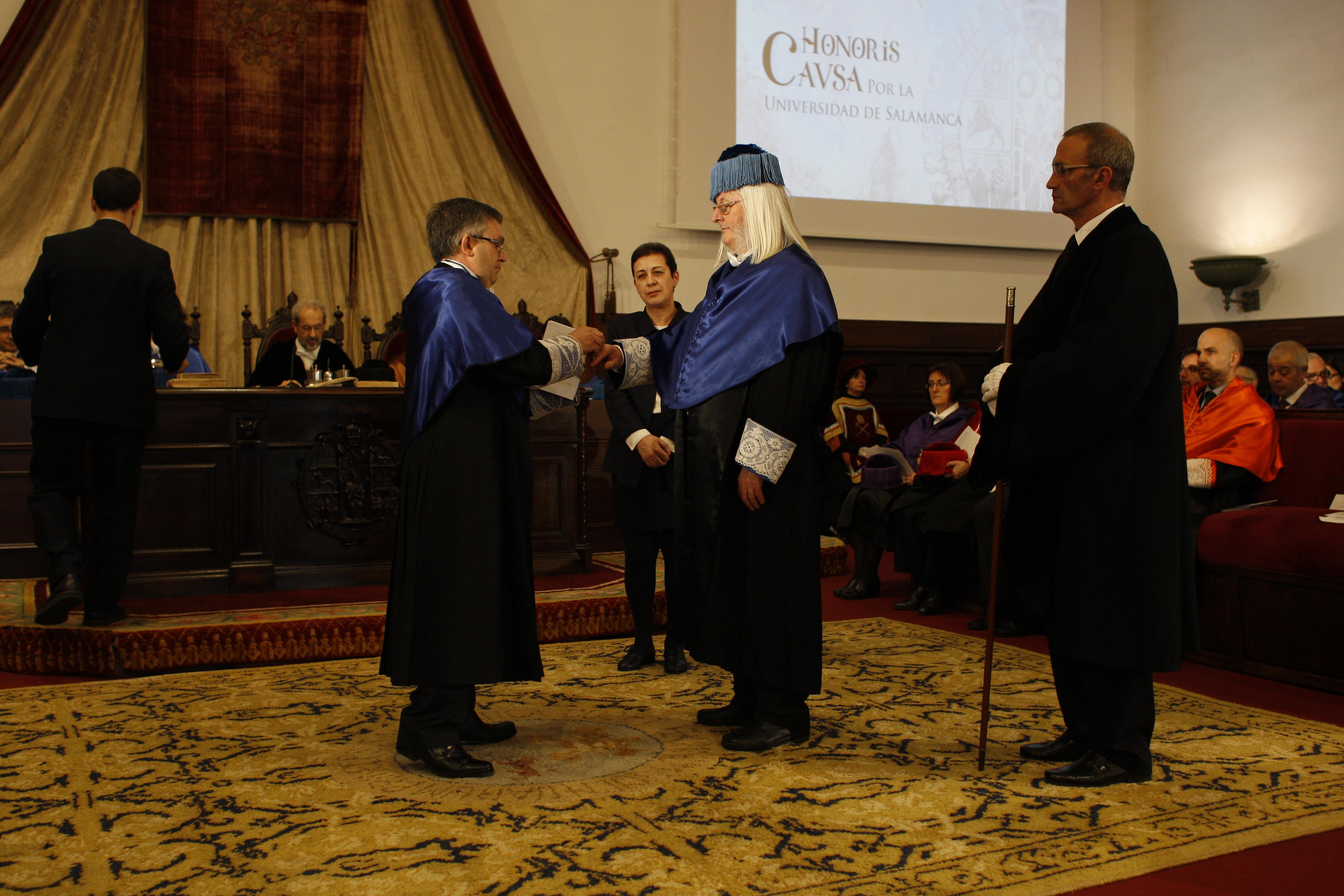 Stephen Graham Davies defiende en su nombramiento como doctor honoris causa la labor de la investigación en España