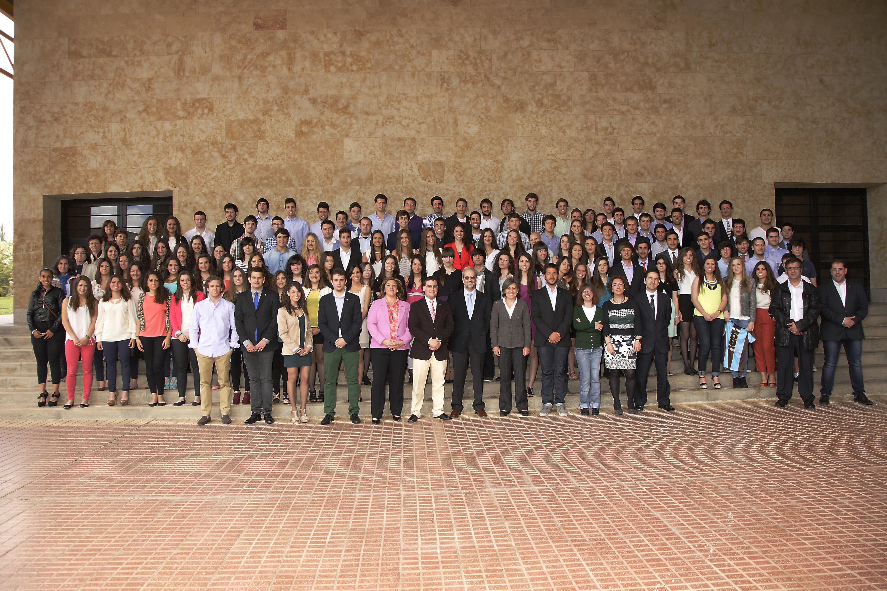 El Colegio Mayor San Bartolomé distingue a colegiales y trabajadores durante su ceremonia de fin de curso