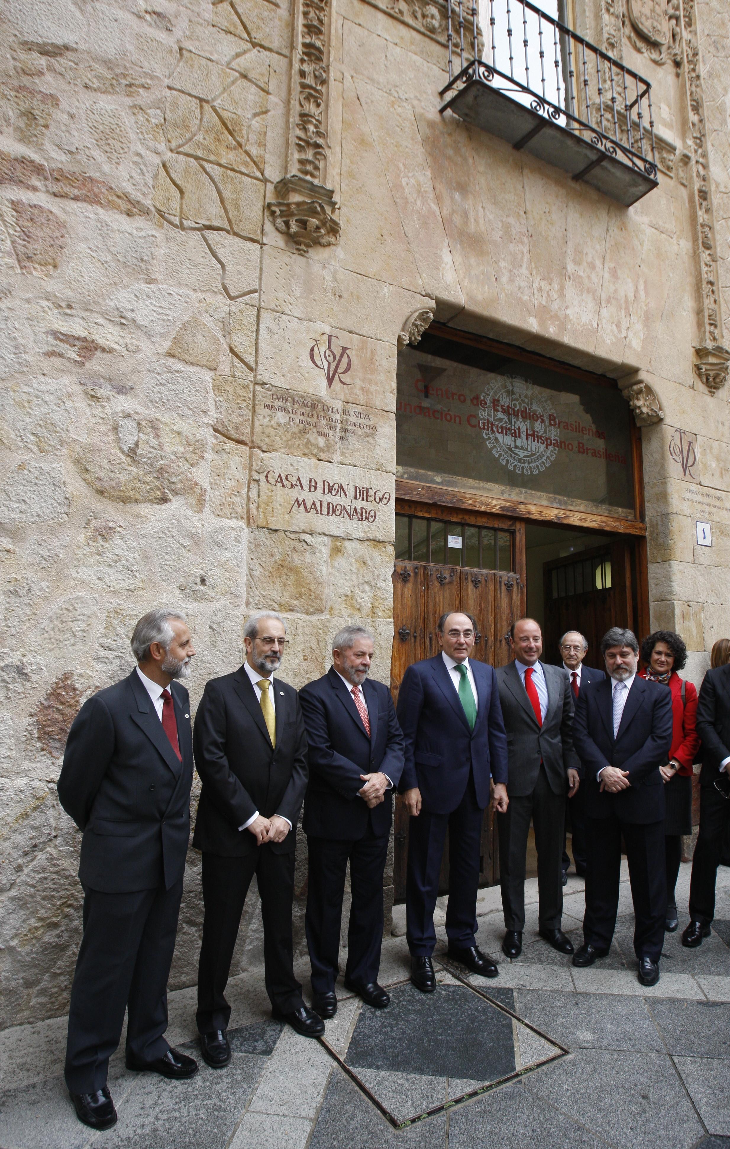 El Centro de Estudios Brasileños luce el vítor del expresidente Lula da Silva tras su investidura como doctor honoris causa por la Universidad de Salamanca