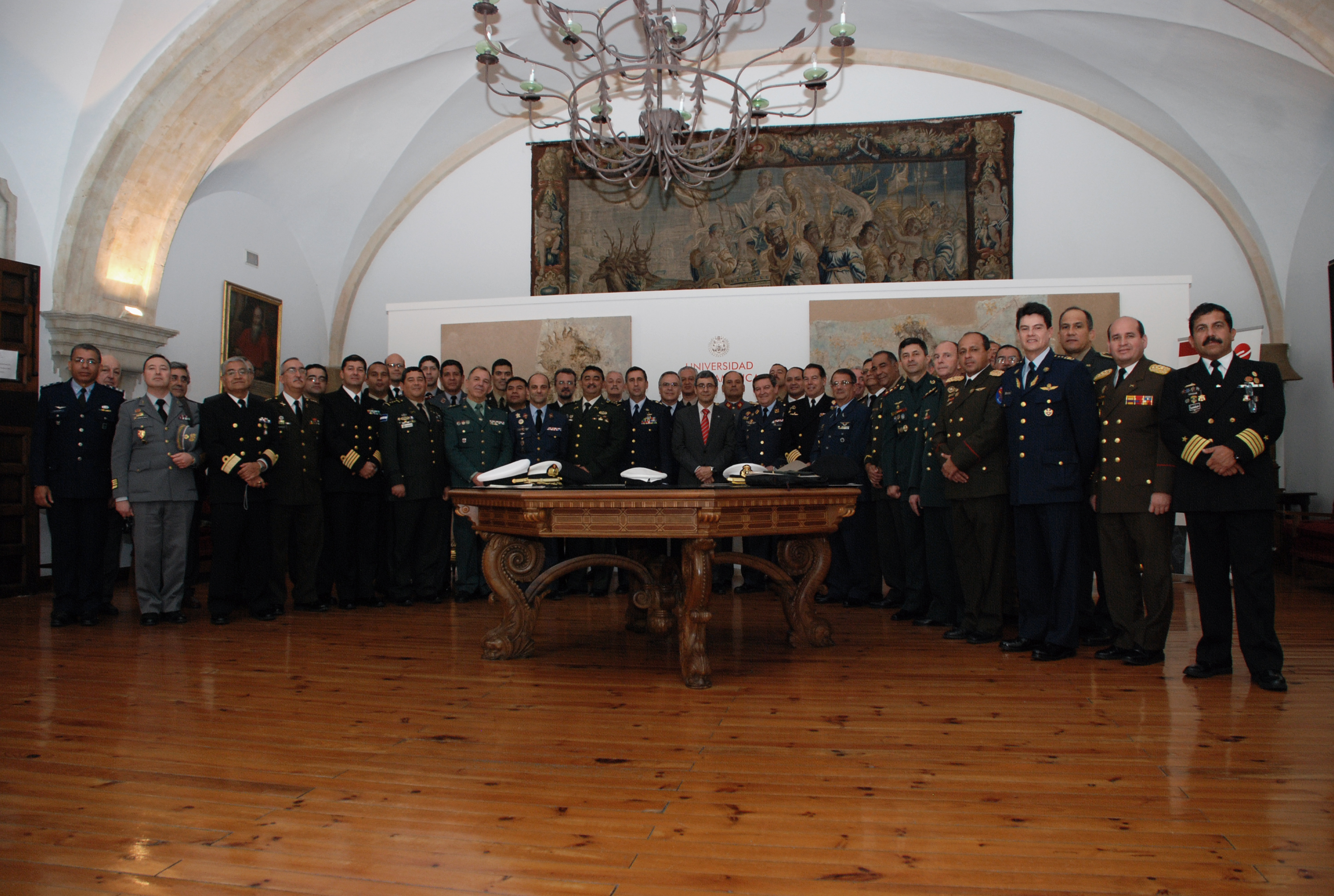 El vicerrector de Docencia preside el acto de entrega de diplomas del XI Curso de Altos Estudios para Oficiales Superiores Iberoamericanos