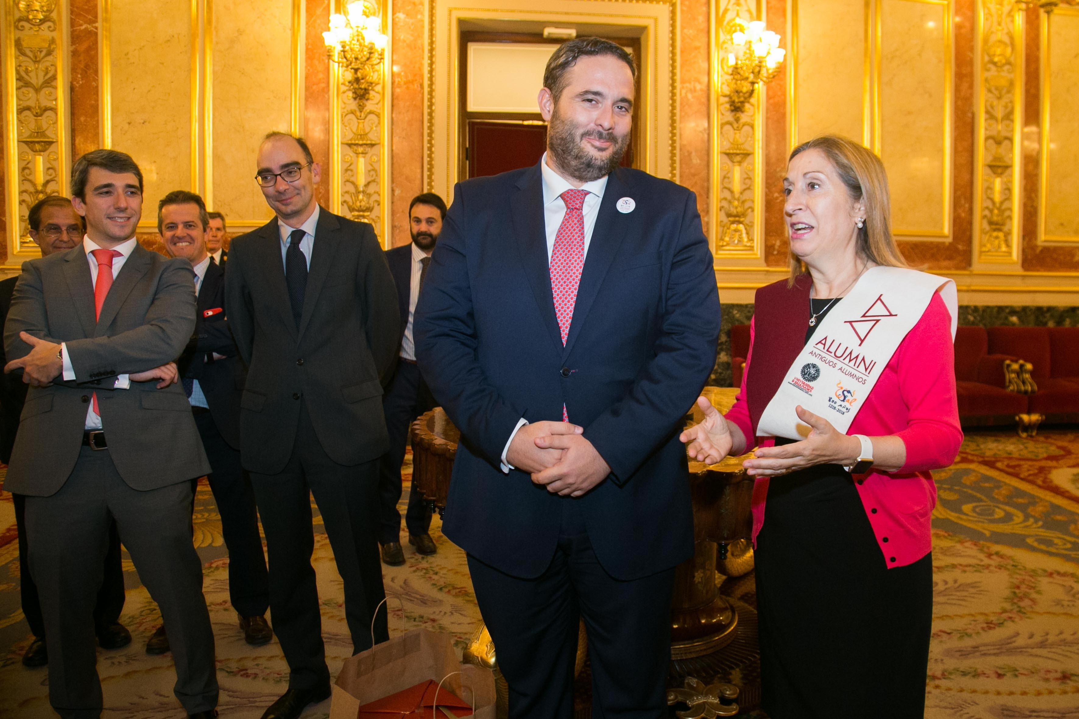 La presidenta del Congreso de los Diputados recibe a una delegación de Alumni-Universidad de Salamanca