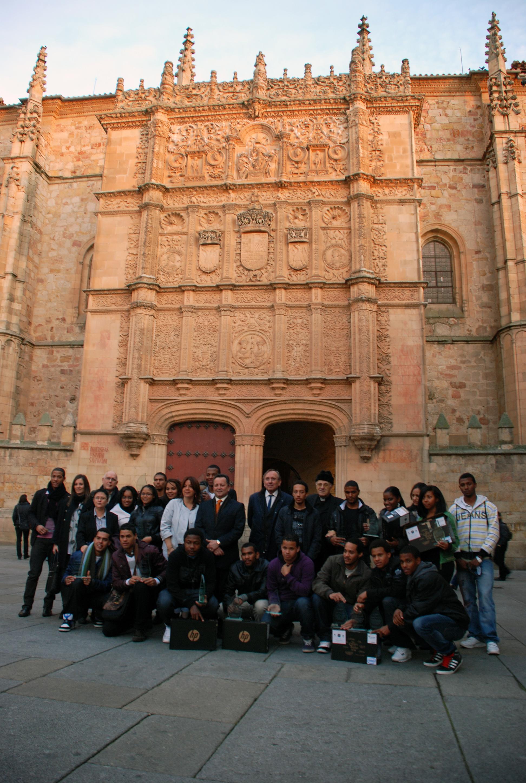 Estudiantes de la Universidad procedentes del Colegio Internado de Armenteros 'La Inmaculada' reciben la visita de la coordinadora de Proyectos Infantiles y Adolescentes de la República Dominicana