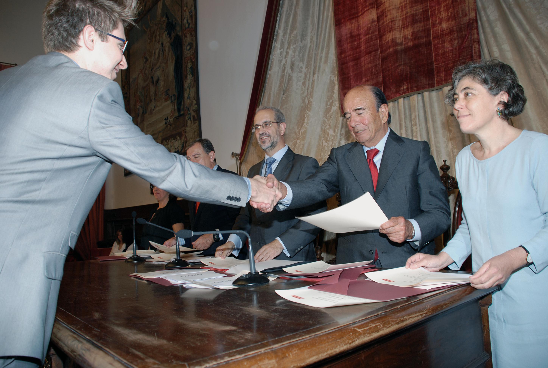 La Universidad de Salamanca y Banco Santander entregan 173 becas internacionales