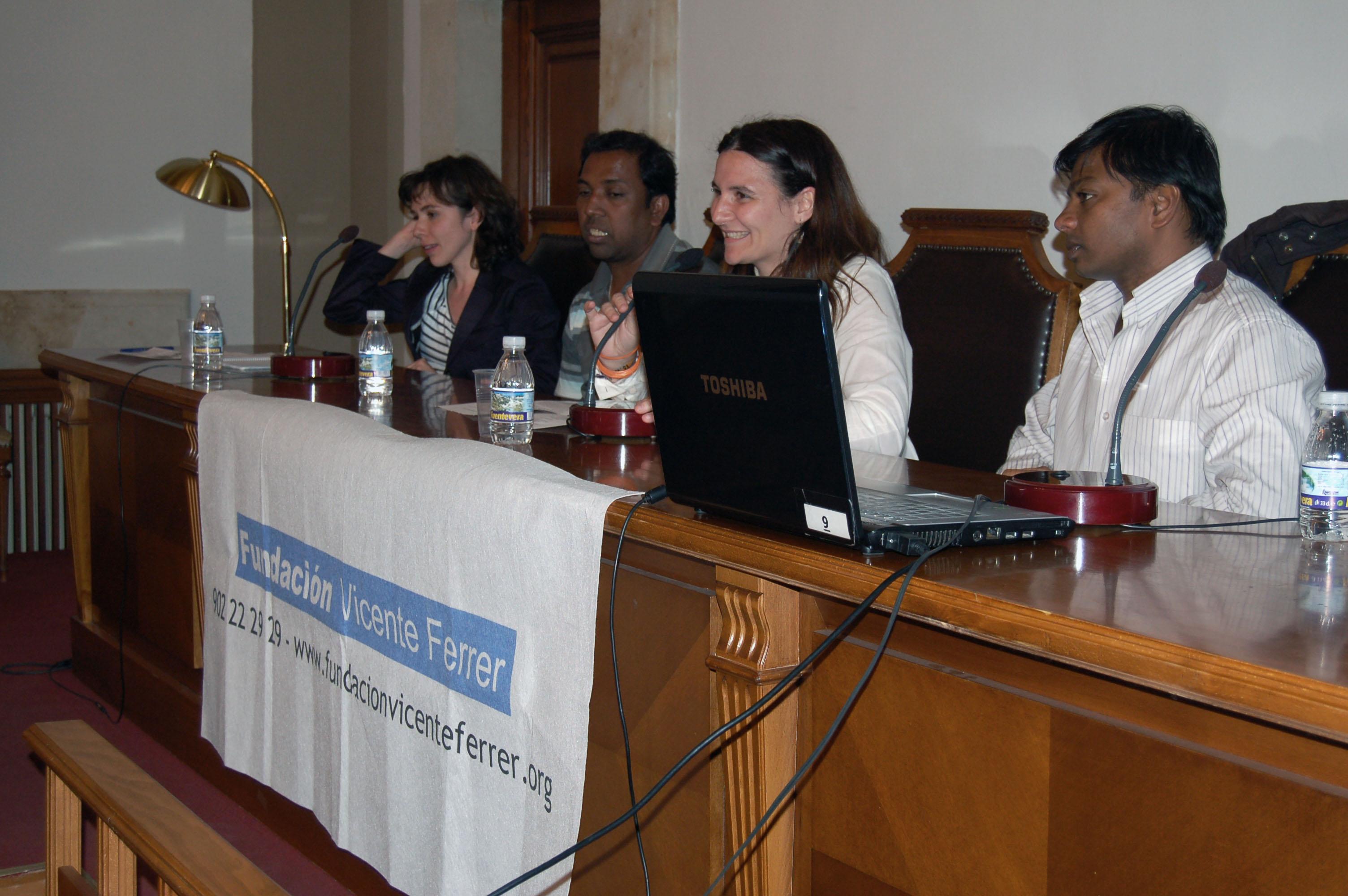 La Fundación Vicente Ferrer explica su trabajo en la India en un acto de la Facultad de Filología