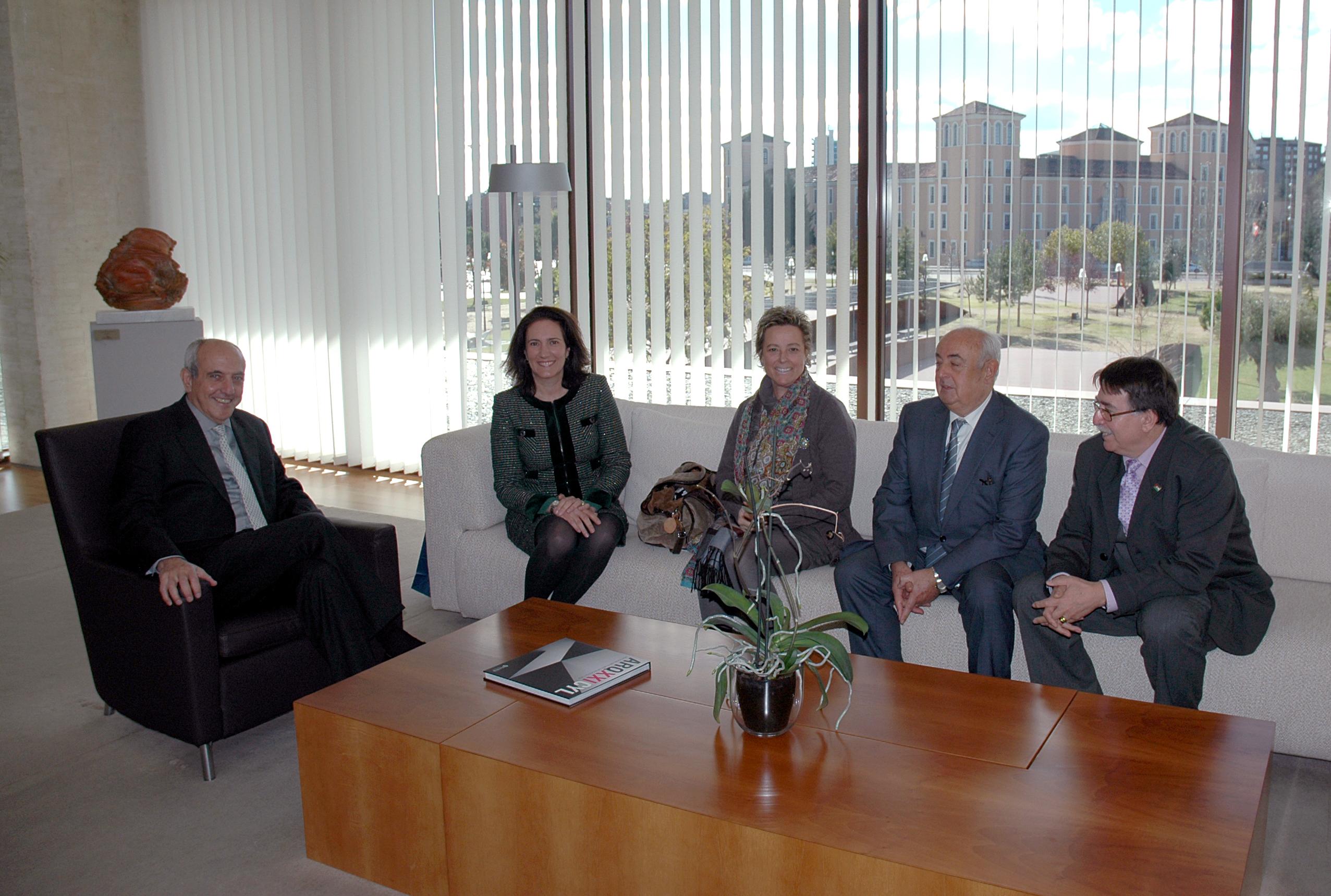 La presidenta de las Cortes de Castilla y León recibe al Consejo Social de la Universidad de Salamanca