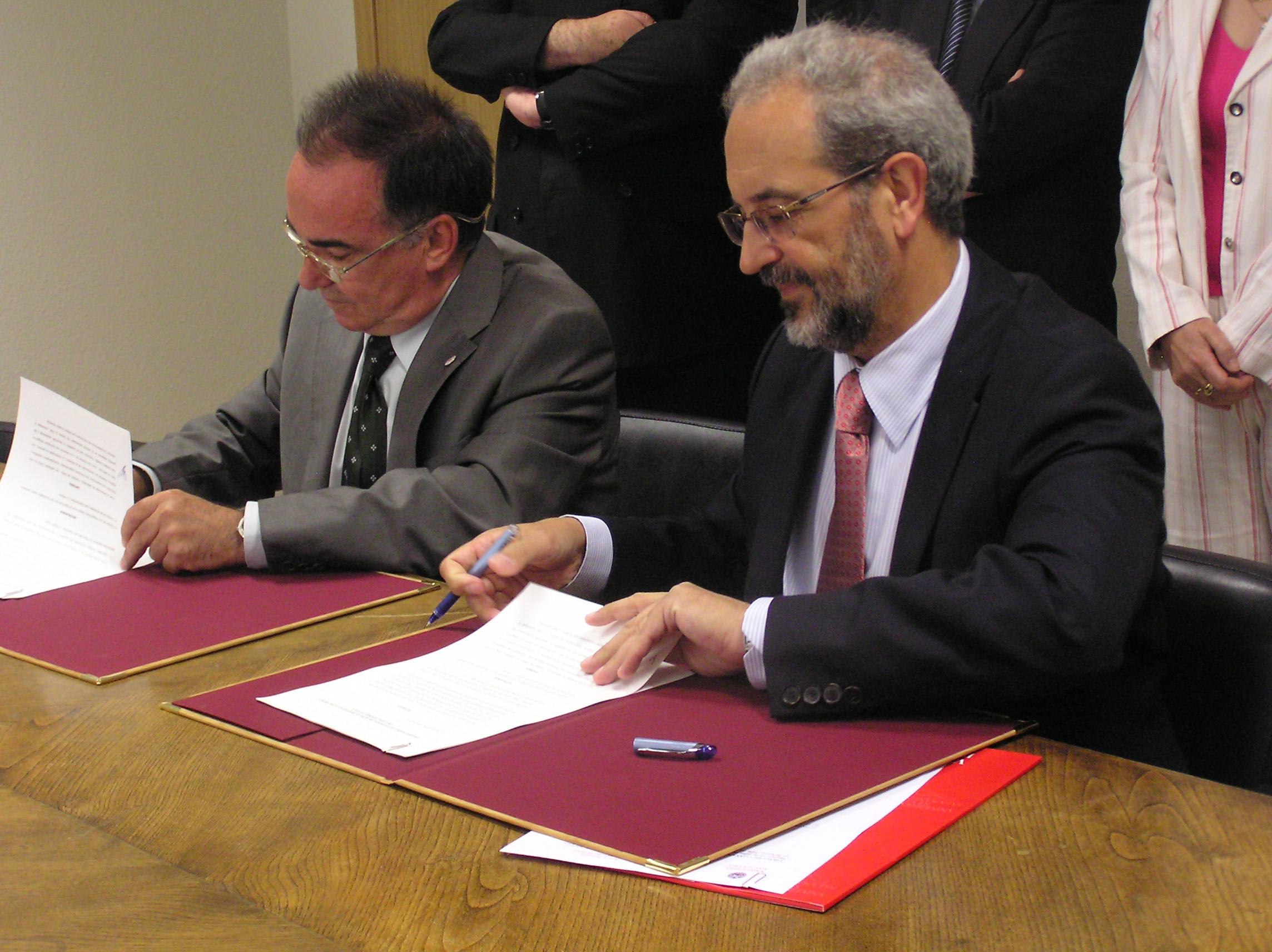 La Universidad de Salamanca suscribe un convenio con Cruz Roja Provincial de Ávila en materia de formación