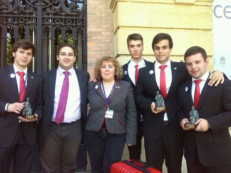 El equipo de debate de la Universidad de Salamanca, campeón del IV Torneo de Debate Tres Culturas de Córdoba