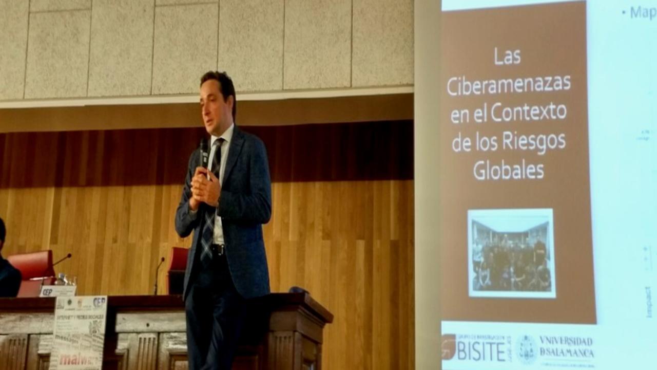 El vicerrector de Investigación y Transferencia participa en la jornada técnico-jurídica 'Internet y Redes Sociales'