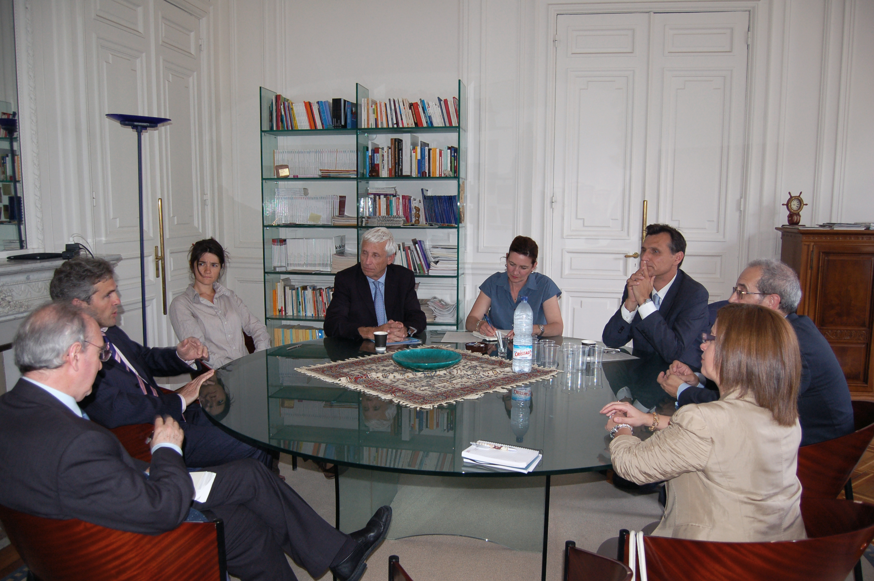 El rector de la Universidad de Salamanca mantiene un encuentro con los principales responsables educativos de Ginebra