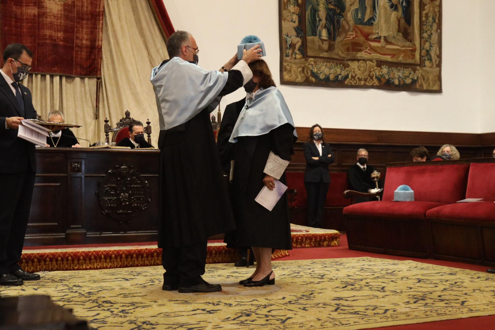 a Universidad de Salamanca inviste como doctores 'honoris causa' a la poeta rumana Ana Blandiana y al químico español Avelino Corma