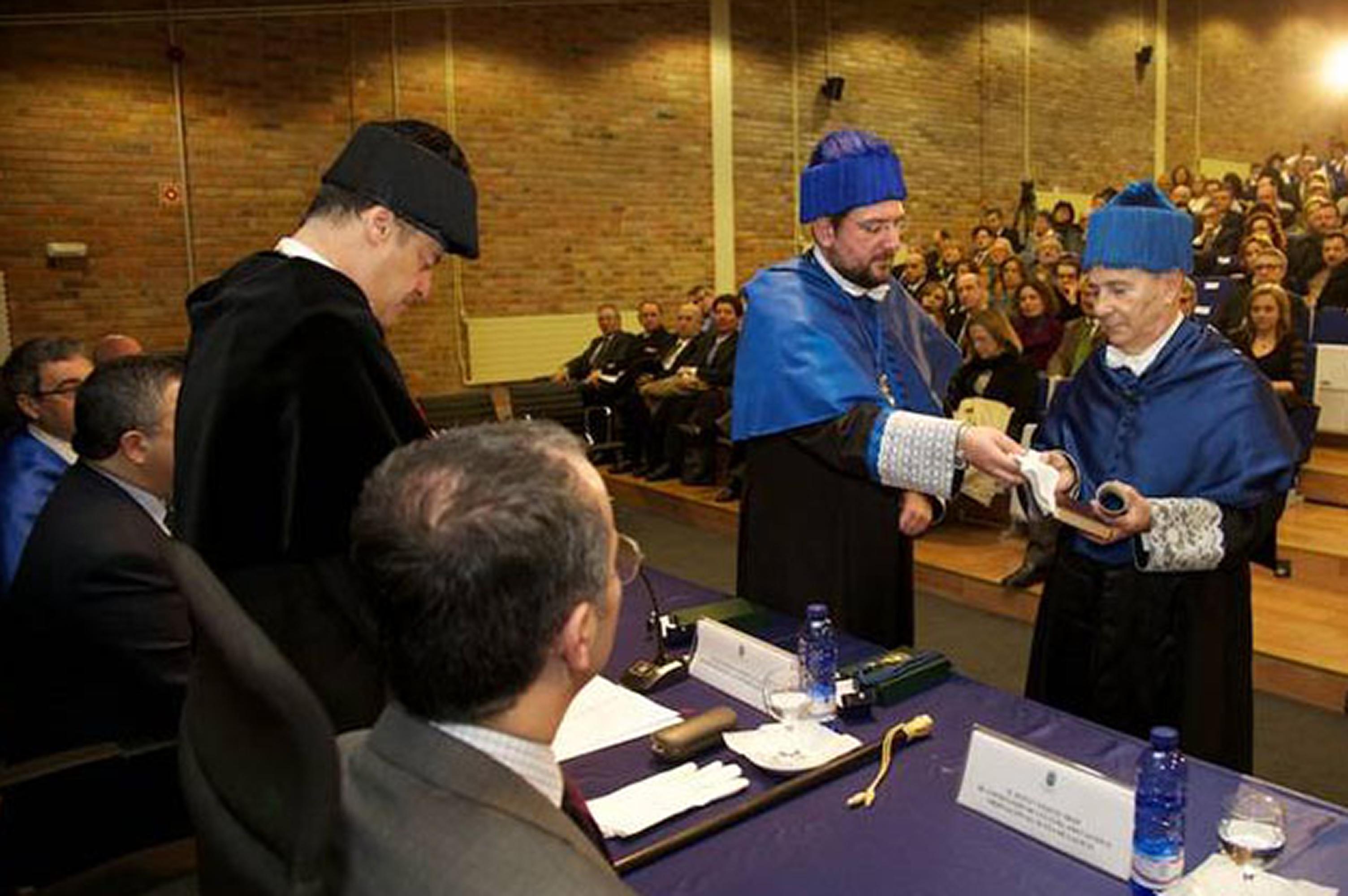 Julio Casado Linarejos es nombrado doctor honoris causa por la Universidad de Vigo