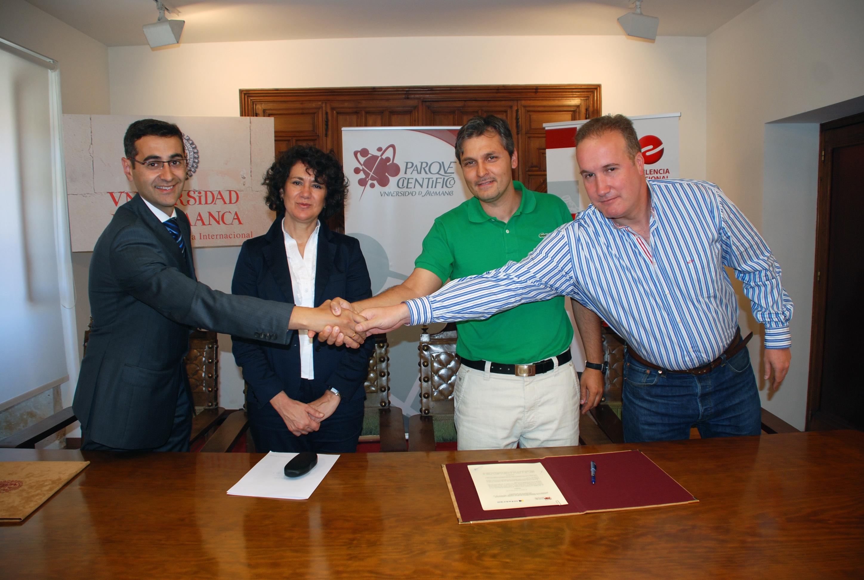 Firma del convenio entre el Parque Científico e Infotrón-Redes y Comunicaciones Salmantinas