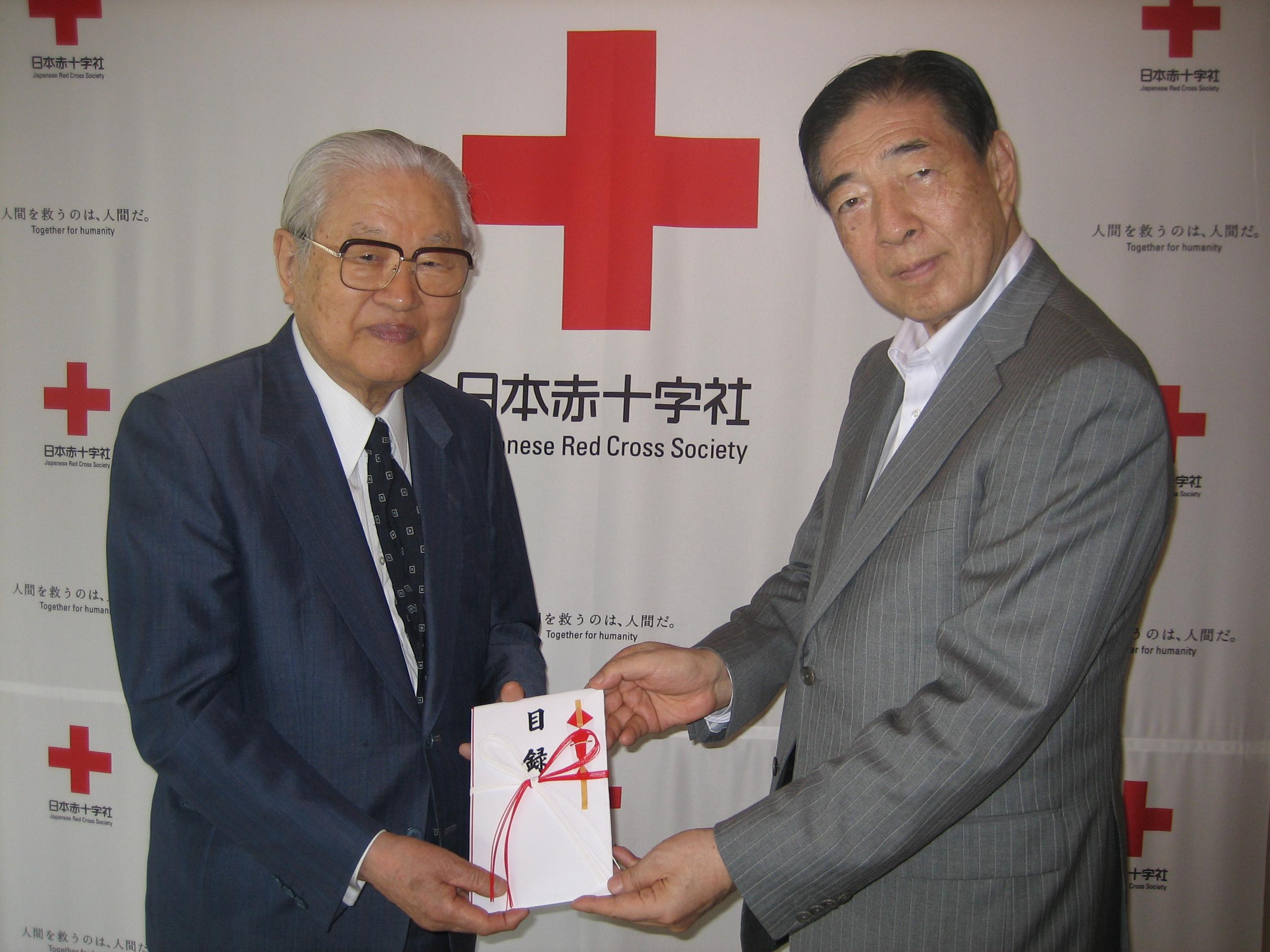 La Universidad de Salamanca entrega 5.000 euros a Cruz Roja Japón como ayuda a los damnificados por el terremoto
