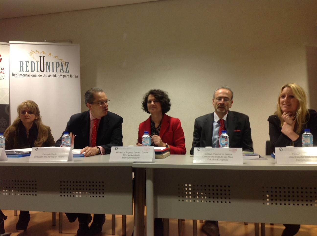 El embajador de Colombia participa en un coloquio del Instituto de Iberoamérica