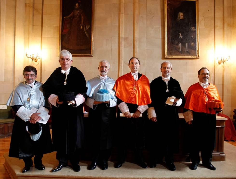 La Universidad de Salamanca inviste doctores honoris causa al filólogo Salvador Gutiérrez Ordóñez y al sociólogo Emilio Lamo de Espinosa