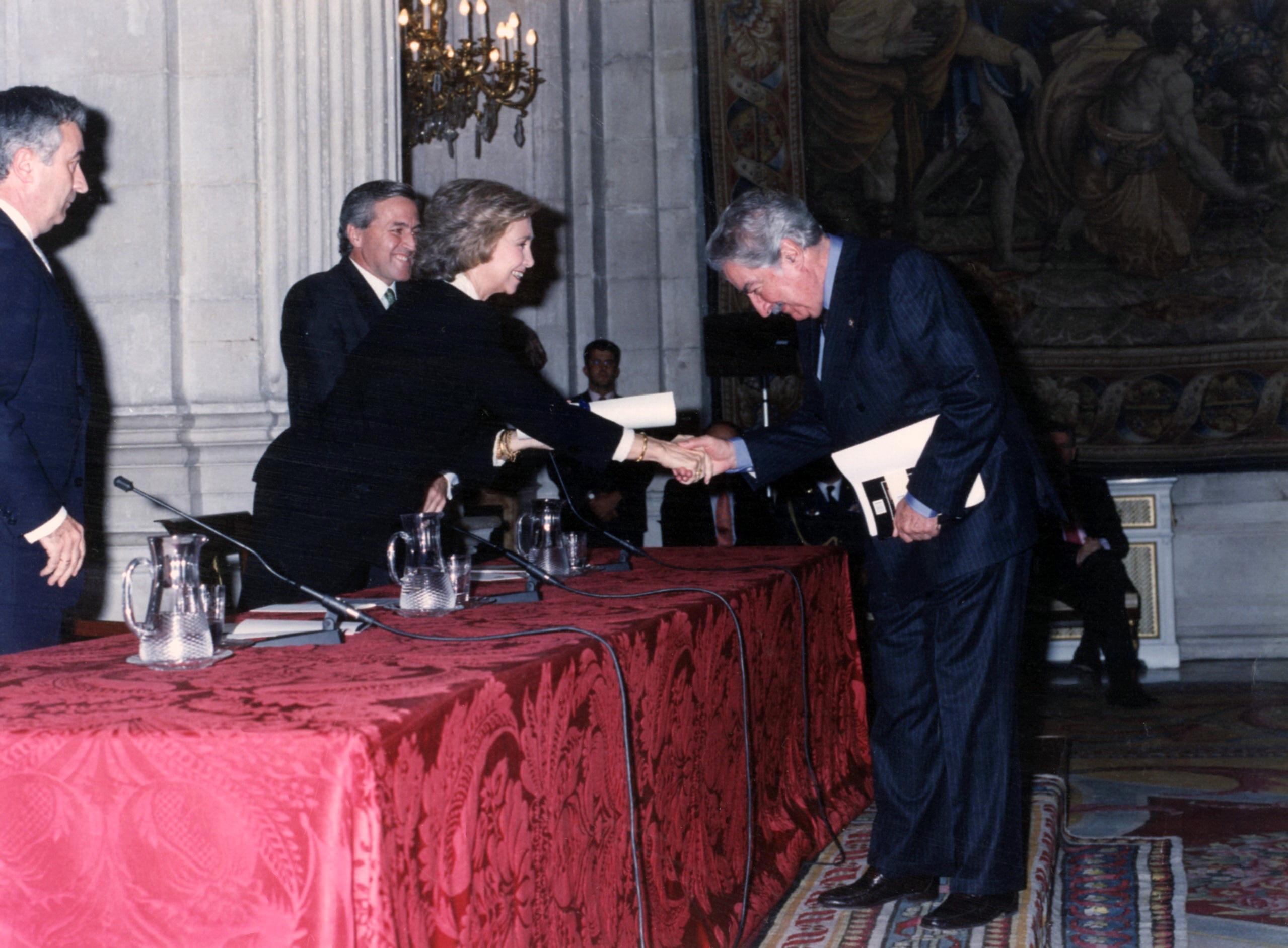 El rector lamenta la muerte del poeta colombiano Álvaro Mutis, premio Reina Sofía de Poesía Iberoamericana en 1997