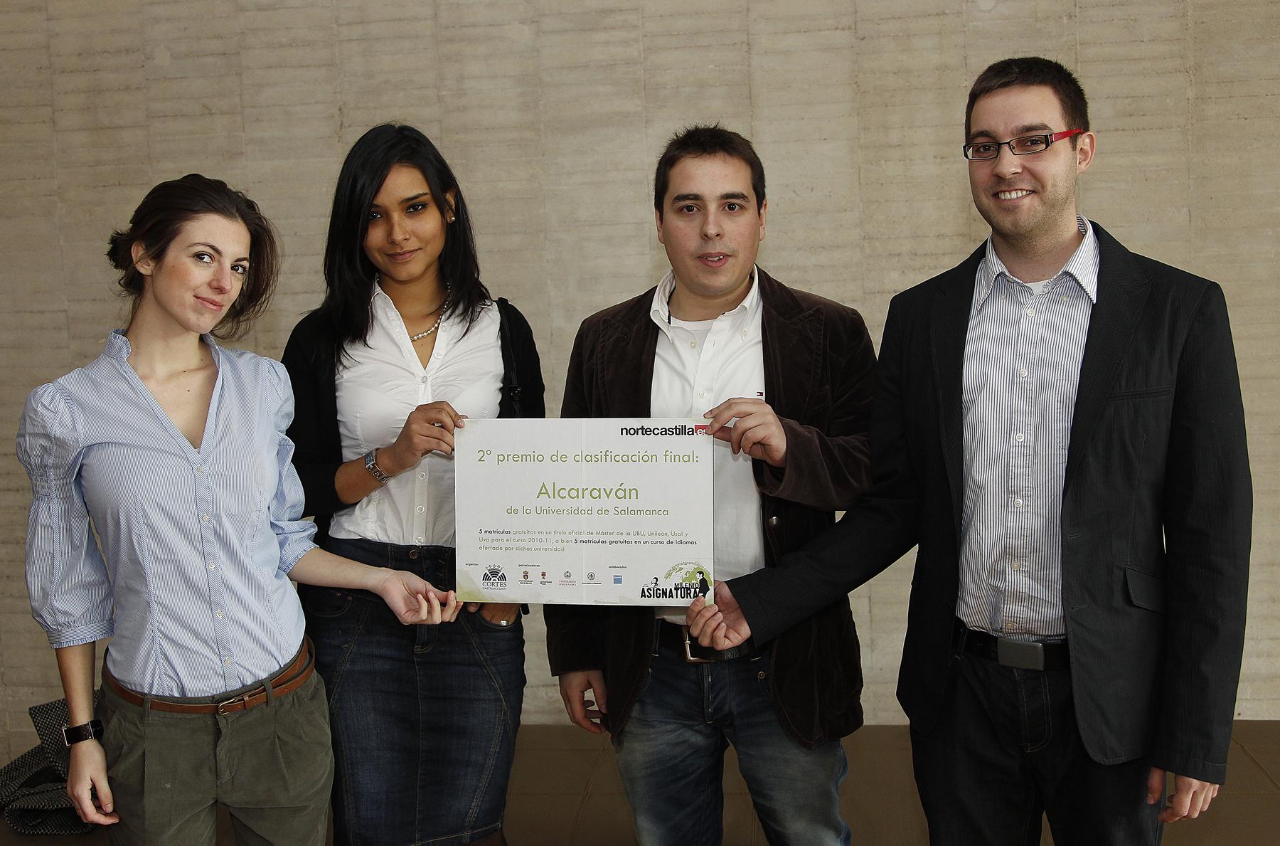 Equipo de la Universidad de Salamanca mostrando su premio