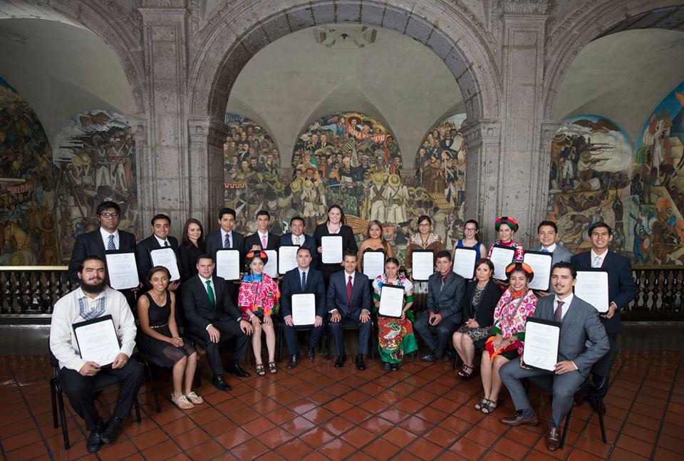 Un alumno del Doctorado en Estado de Derecho y Gobernanza Global premiado por el Instituto Mexicano de la Juventud