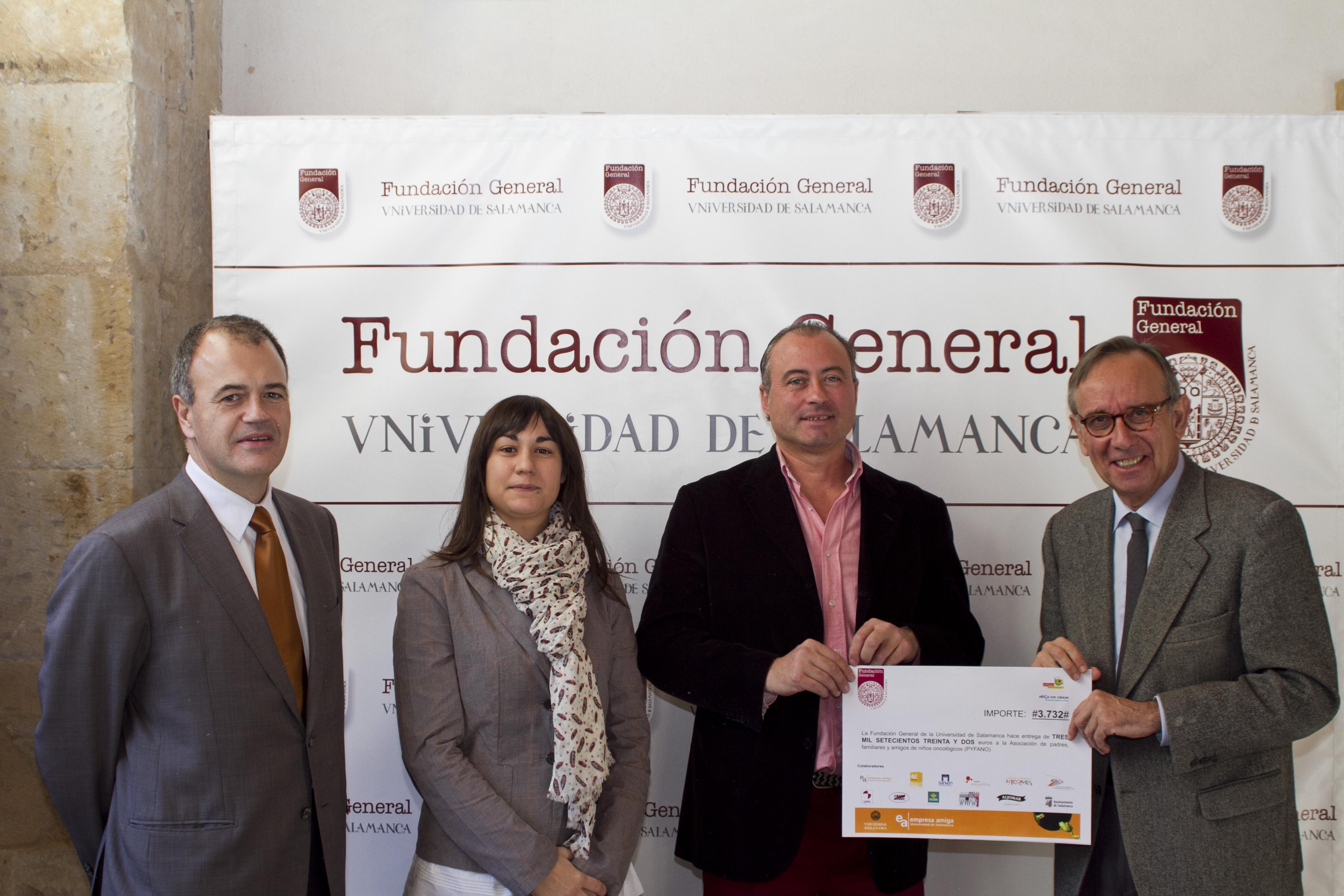 La Fundación General de la Universidad de Salamanca entrega a la Asociación PYFANO un cheque por importe de 3.732 euros