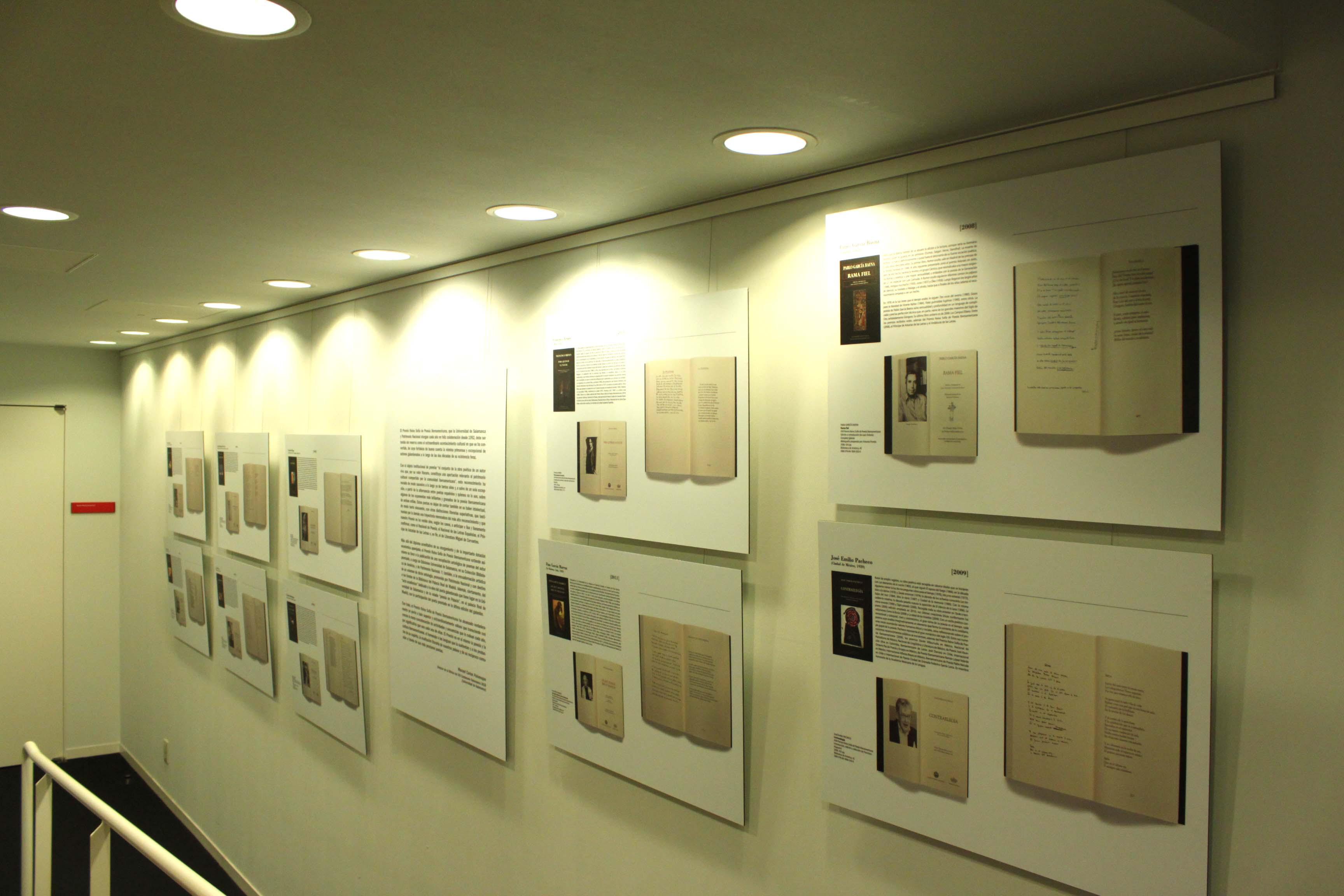 """El rector visita la exposición """"Premio Reina Sofía de Poesía Iberoamericana. Veinte años después (1992 – 2011)"""""""