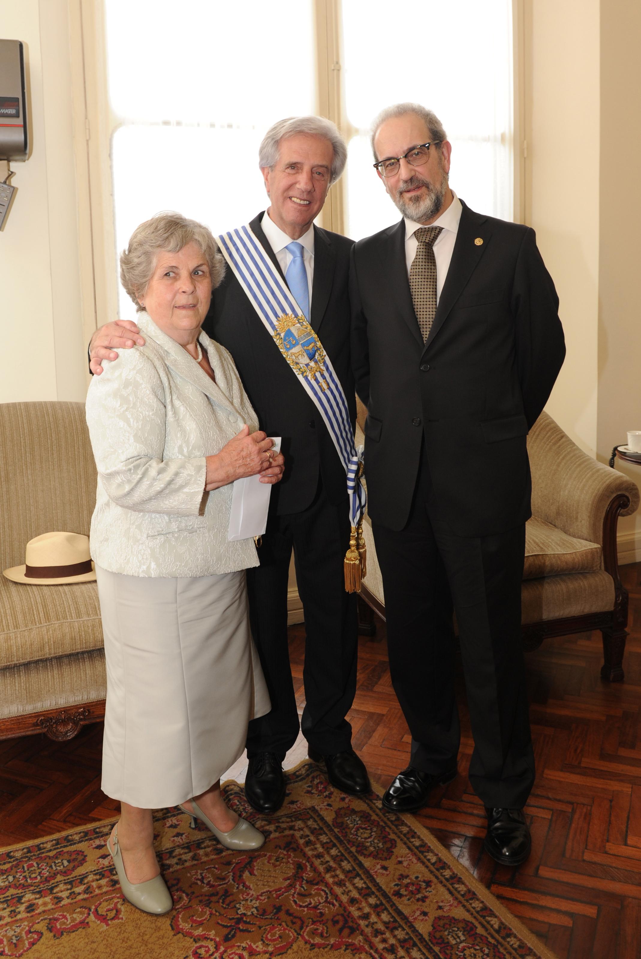 El rector de la Universidad de Salamanca inicia una visita institucional por varias universidades uruguayas, tras asistir a la toma de posesión del presidente Tabaré Vázquez