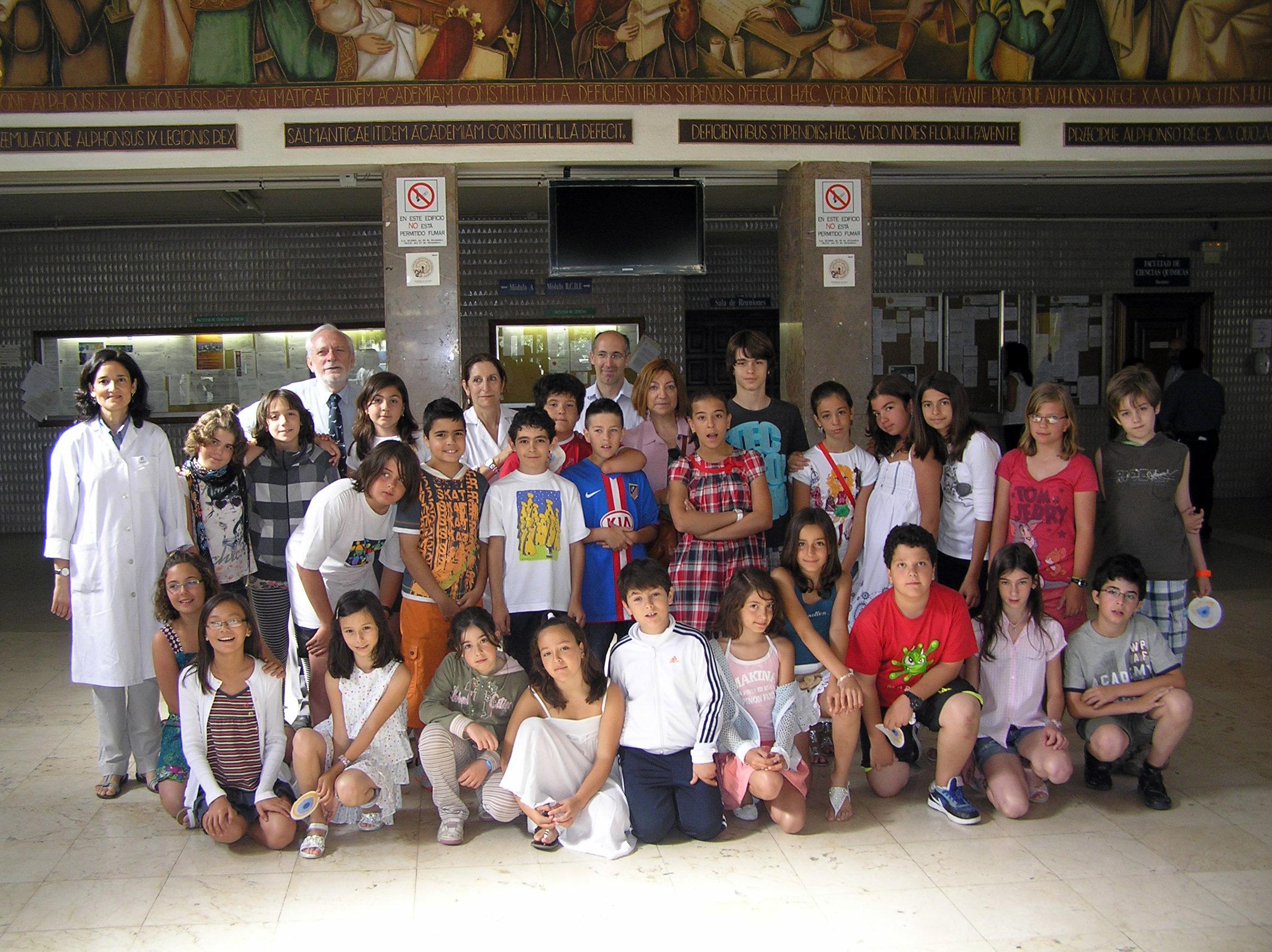Visita de alumnos del colegio Santa Catalina de Salamanca a las facultades de Ciencias y Ciencias Químicas