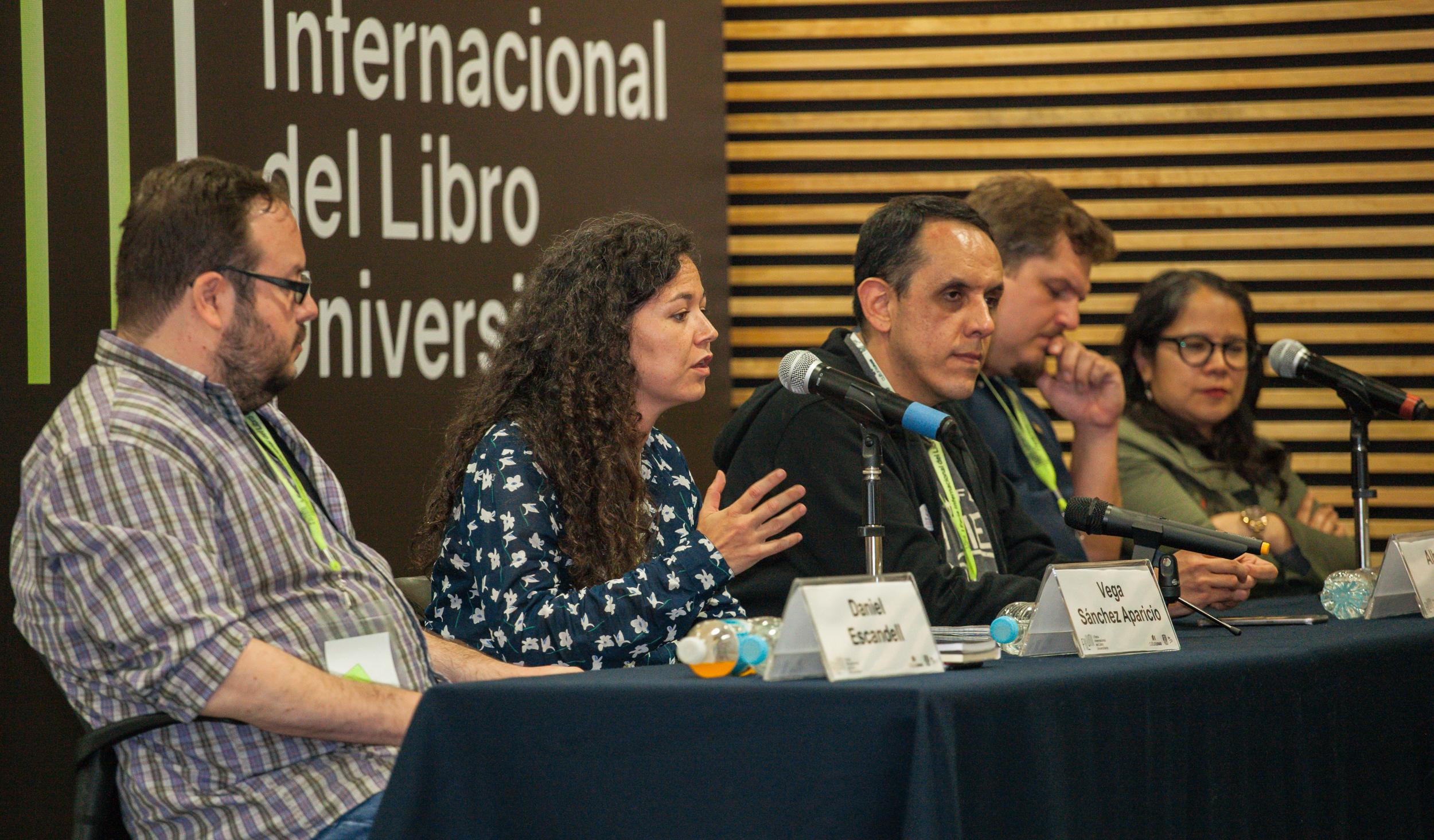 Daniel Escandell, Vega Sánchez Aparicio, Alberto Chimal, Ben Clark y Sara Uribe, en FILUNI