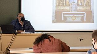 profesor impartiendo clase