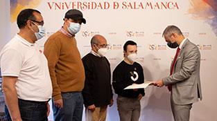 El rector de la Universidad de Salamanca y los representantes de las asociaciones Aspar La Besana y Aviva Salamanca