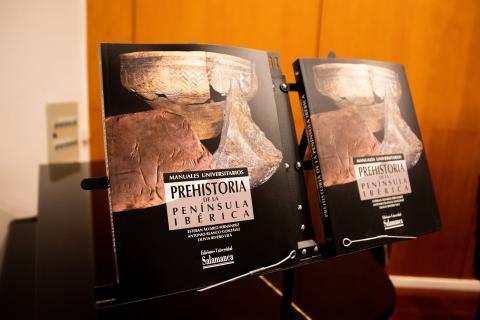 """Manual universitario """"Prehistoria de la península ibérica"""""""