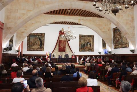 El rector entrega los premios extraordinarios de doctorado