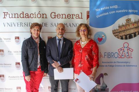 Pilar Rodríguez,Óscar González Benito y María del Juncal Marcos Hernández en la firma del convenio