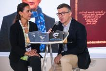 Marta Fuertes y Eduardo Azofra, durante la presentación de las revistas de la USAL en FILUNI.