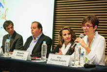 Mesa redonda sobre el papel de la editoriales en la divulgación de la ciencia.