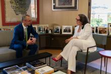 Rebeca Grynspan, secretaria General Iberoamericana, y Ricardo Rivero, rector de la Universidad de Salamanca, conversan en la sede de la SEGIB en Madrid.
