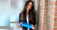 Nuria Mateos posa con su premio